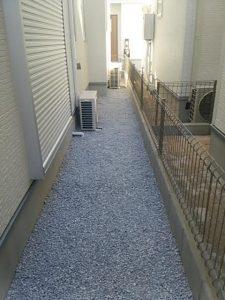 エアコン 室外機 防草シート 砂利敷き